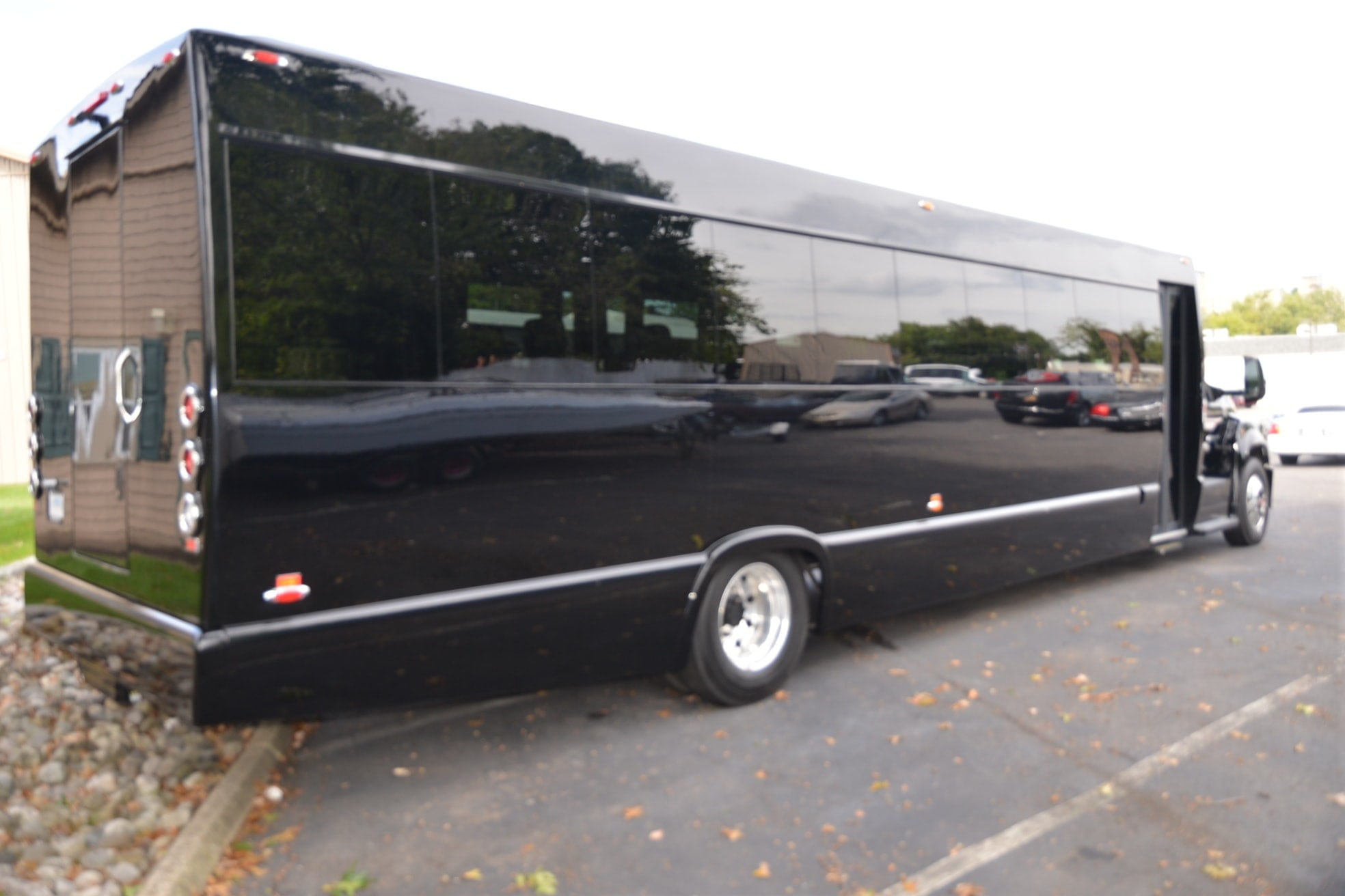 43 passenger executive party bus exterior